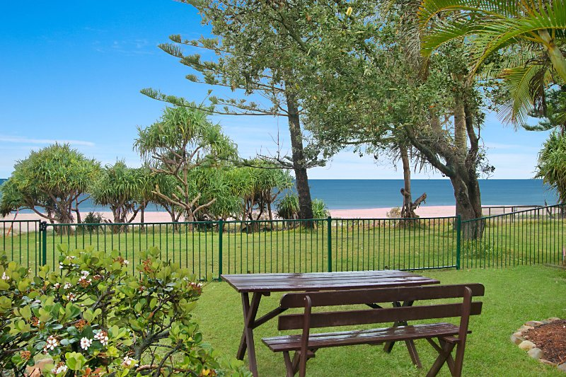 Shoreside Unit 1 - Absolute beachfront ground level unit in Tugun - Wi-Fi includ, vacation rental in Tugun
