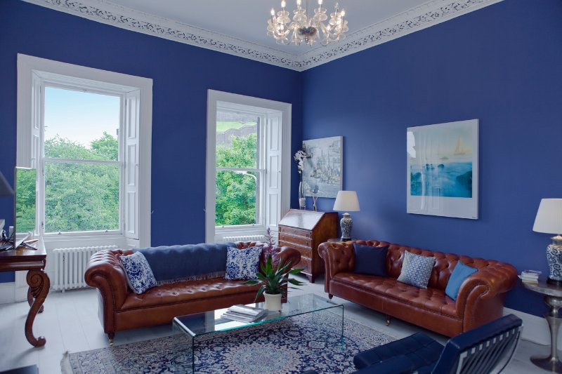 The bright sitting room looks right onto Edinburgh Castle