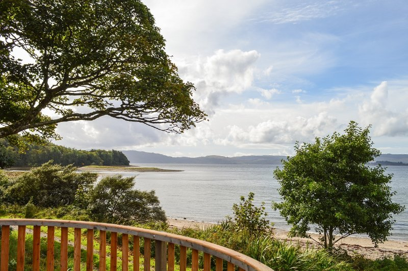 Cockleshell Lodge,set in private estate,shore front location, sun facing balcony, location de vacances à Ardrishaig