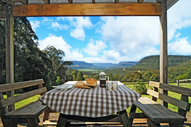 Alcheringa Cottage - Amazing Location with views!, vacation rental in Kangaroo Valley