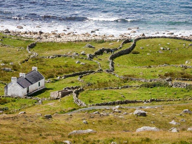 ****** Foreland - promontório no canto noroeste de Donegal, que recebe o seu nome a partir do tom avermelhado que assume ao pôr do sol