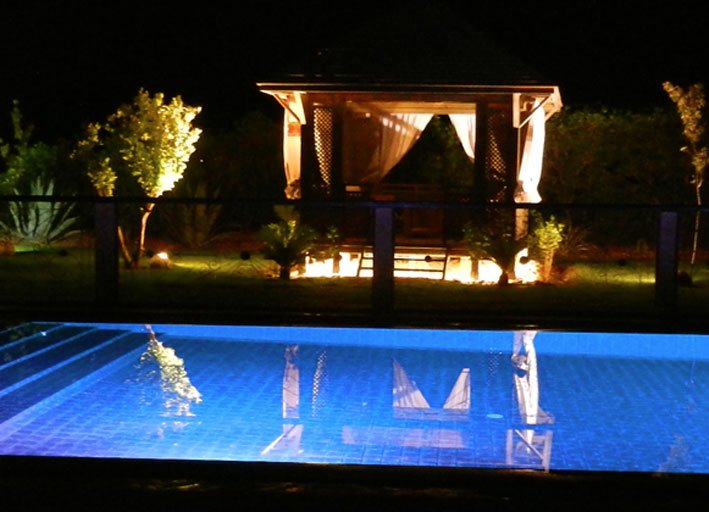 Garten Pool und Gazebo by Night