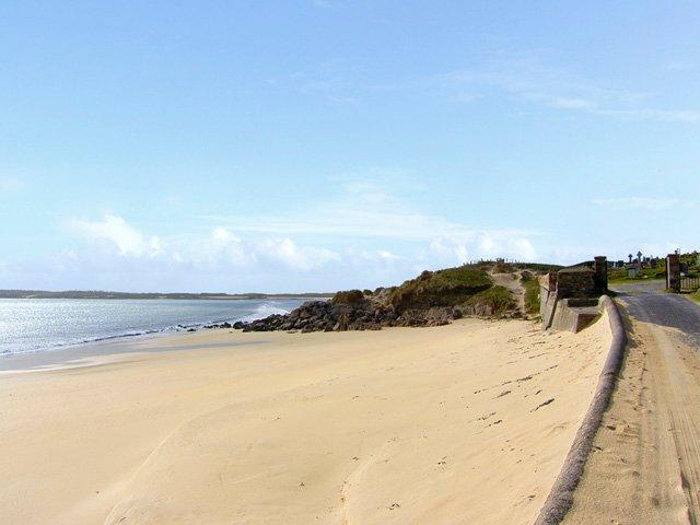 Dog's Bay Beach