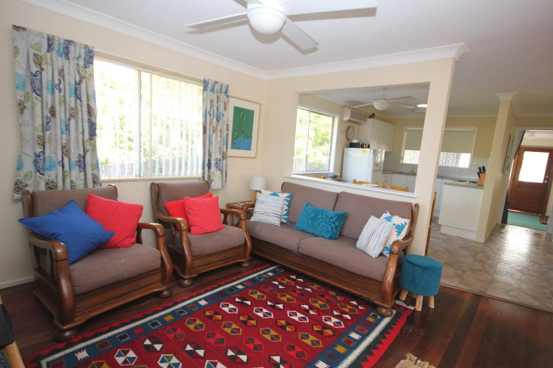 NORTH HAVEN SEA BREEZE - 9 David Campbell St , North Haven, holiday rental in Camden Haven