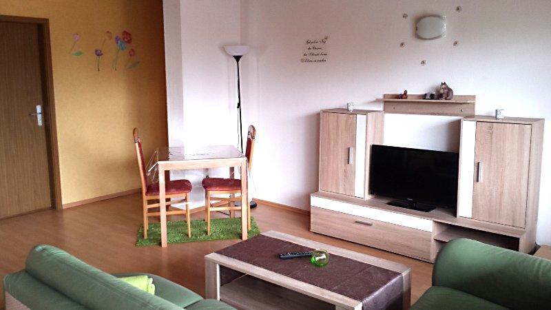 Moderne Wohnung mit 2 Schlafzimmern und Balkon, vacation rental in Kaiserslautern