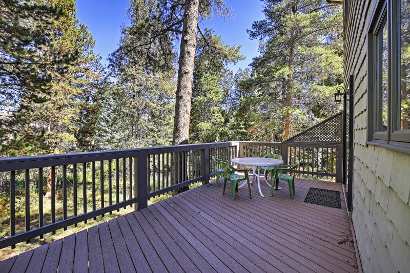 Pack your bags for a tremendous experience in the mountains with this terrific Frisco vacation rental townhouse!