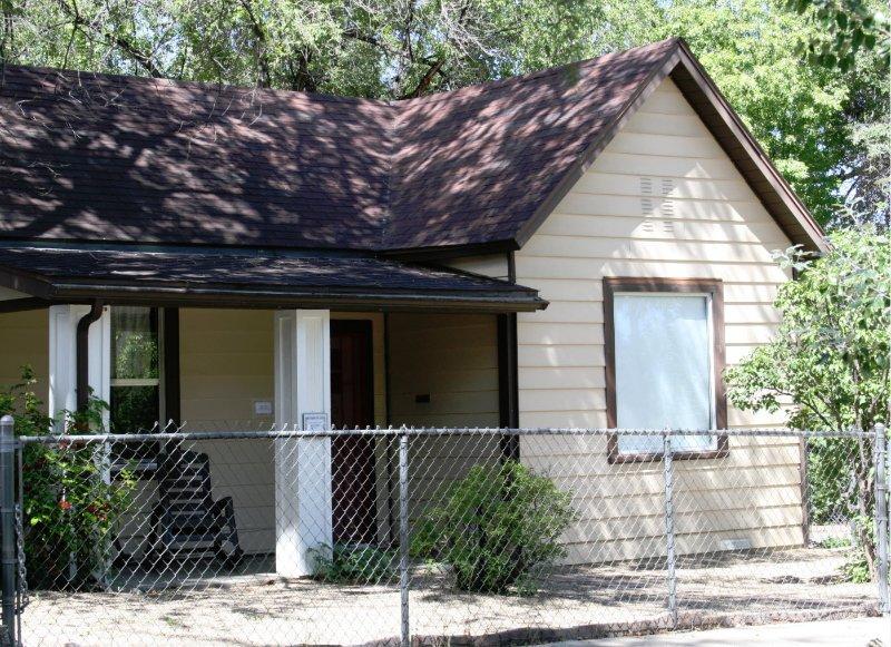 Ponderosa Cottage from street