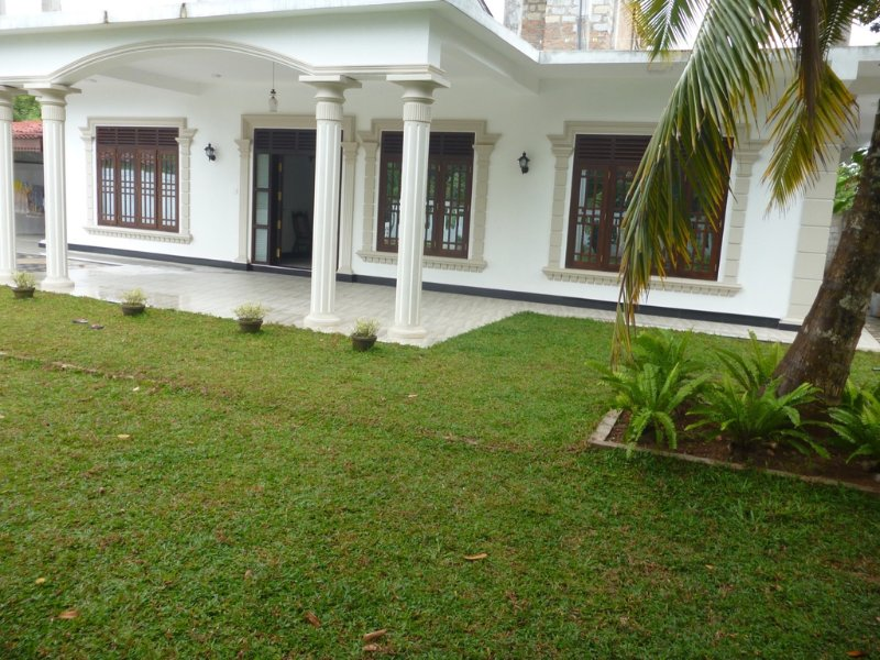 Ac room, two non AC rooms 2 bathrooms kitchen, vacation rental in Godagama
