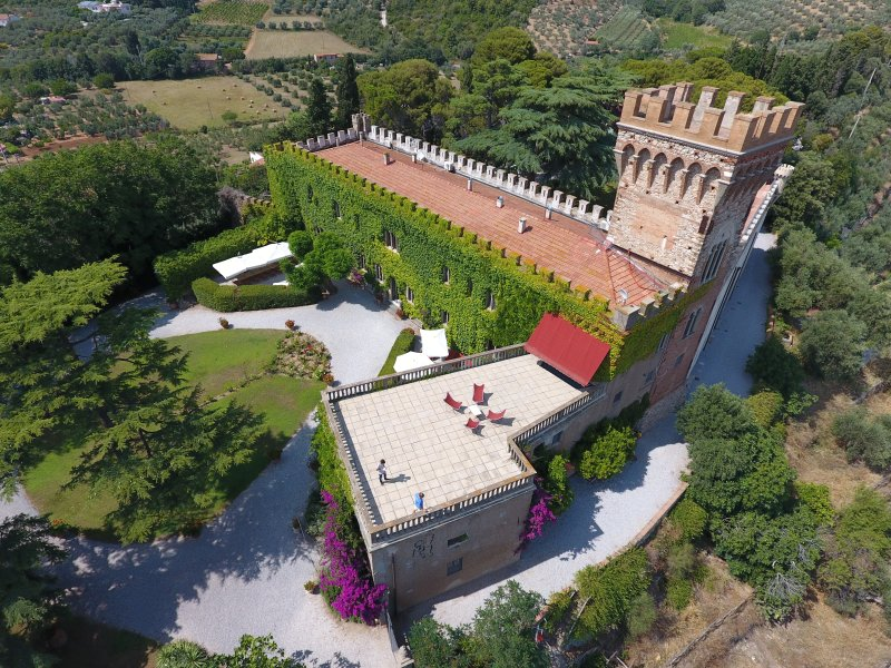 Unique ancient castle near the lovely Tuscan coast. Up to 20 persons, pool & A/C, holiday rental in Venturina Terme