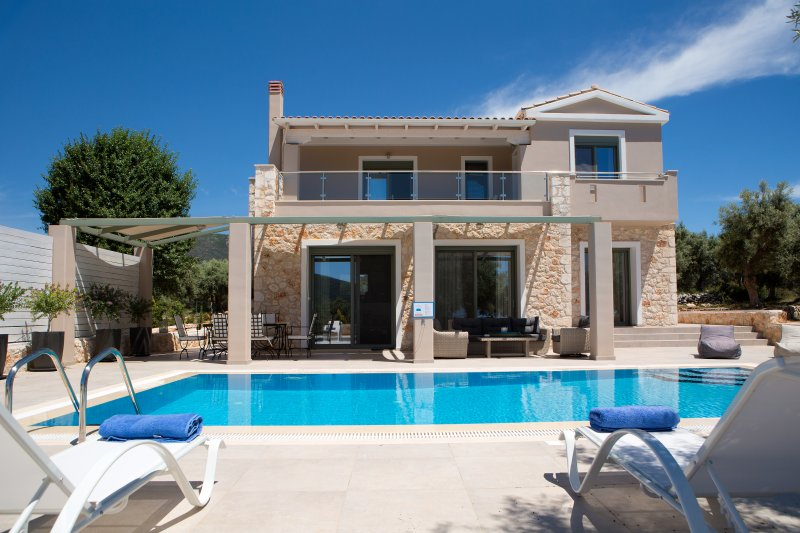 Villas Armeno - Evangelia, Luxury villa with sea view, holiday rental in Fterno
