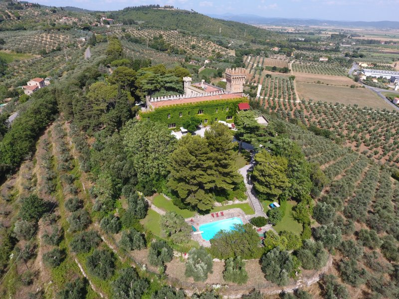 10 Bedrooms Private Tuscany Castle Etruscan Coast. Private pool, A/C and Wi-Fi!, holiday rental in Campiglia Marittima