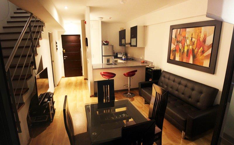 Apartamento Exclusivo Duplex Panorámico, Lima Moderna, holiday rental in Lince