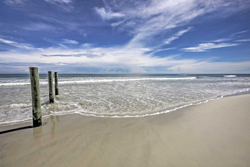 Embark on a trip to this mesmerizing Daytona Beach Shores vacation rental condo!