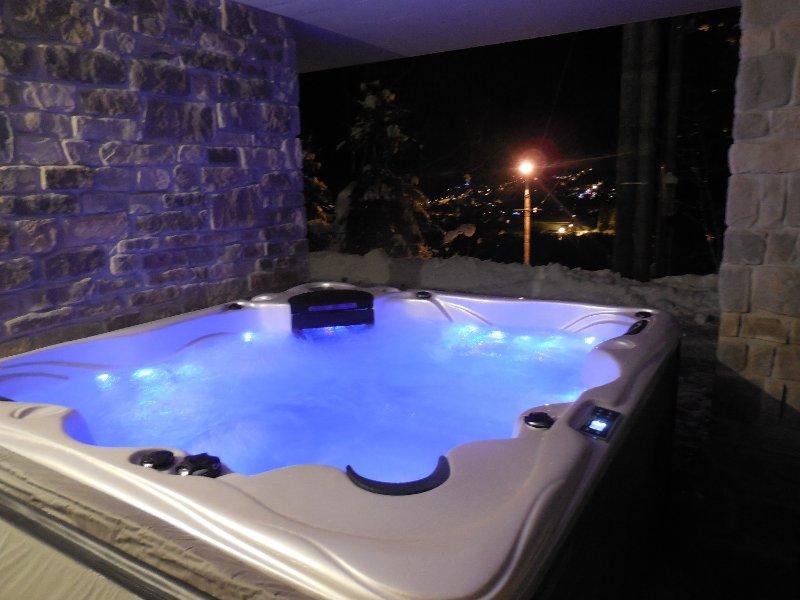 SUPERBE CHALET CLASSE 5 ETOILES AVEC SPA ET SAUNA, holiday rental in La Cote-d'Arbroz