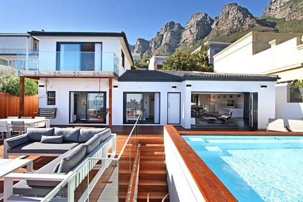Stunning Sea-Facing Camps Bay Villa - La Mode, alquiler de vacaciones en Cape Town
