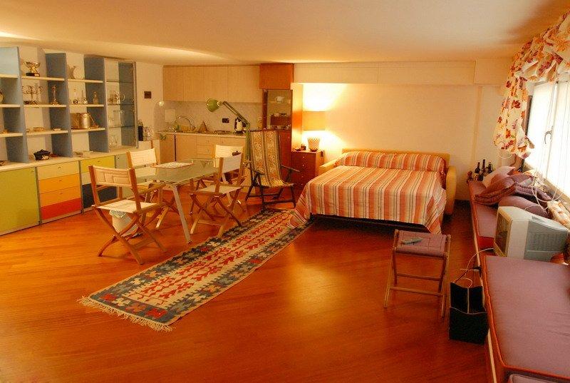 Elegante monolocale Genova con box, vacation rental in Genoa
