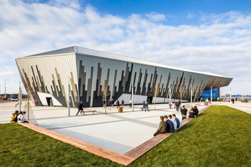 New Ice Arena Wales na porta ao lado!