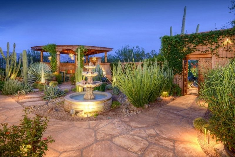 ENCHANTING GETAWAY! SPECTACULAR HOME AND GROUNDS!, holiday rental in Red Rock