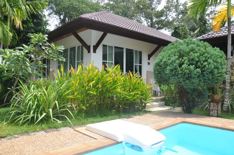 Cottage H1 close to pool in a nice green mature garden