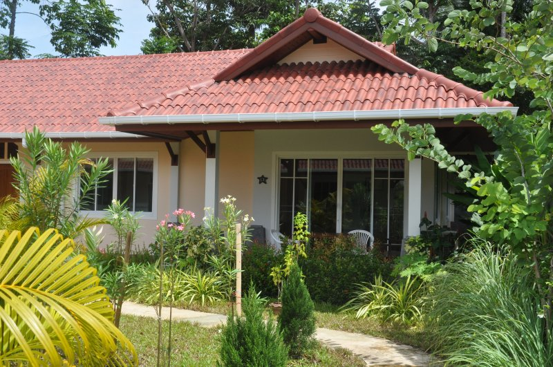 Cosy Villa Cottage 'L3' close to Andaman Sea, location de vacances à Ko Lanta