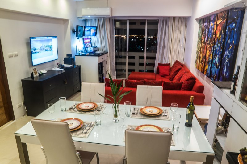 26th floor, bright, WiFi, 90 m2, all included!, vacation rental in Samut Prakan