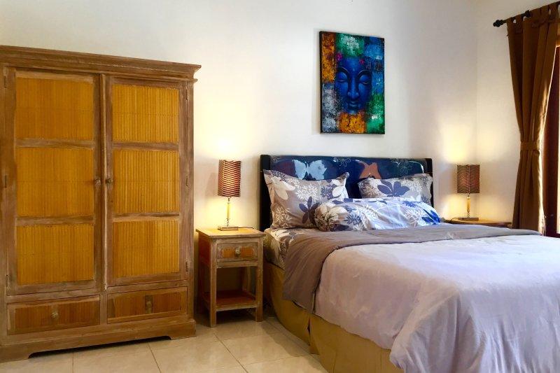 MERPATI - STUDIOS - HOMESTAY - ROOM 2, holiday rental in Dangin Puri