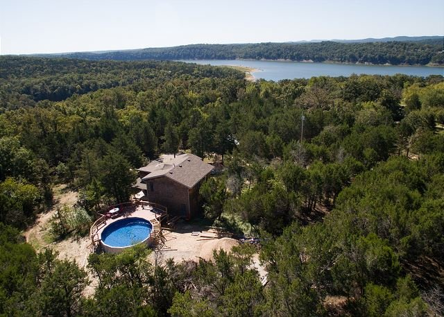 Charming Private Home By Bull Shoals W/Private Pool and Hot Tub! Pet Friendly, holiday rental in Kirbyville