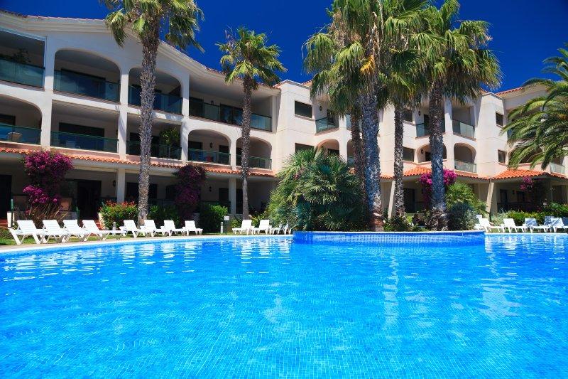 Apartamento Complejo Familiar 1ª Linea Playa · UHC COSTA LINDA, vacation rental in L'Hospitalet de l'Infant