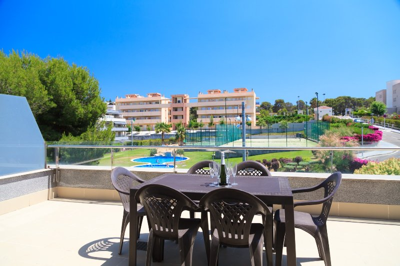 UHC SALOU VILLA 316: Spacious apartment in one of the best complexes of Salou., holiday rental in Tarragona