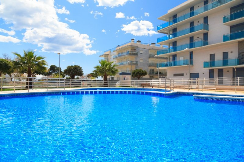 UHC MAR AUGUSTA 143: beautiful ground floor duplex apartment in Cambrils center, holiday rental in Tarragona
