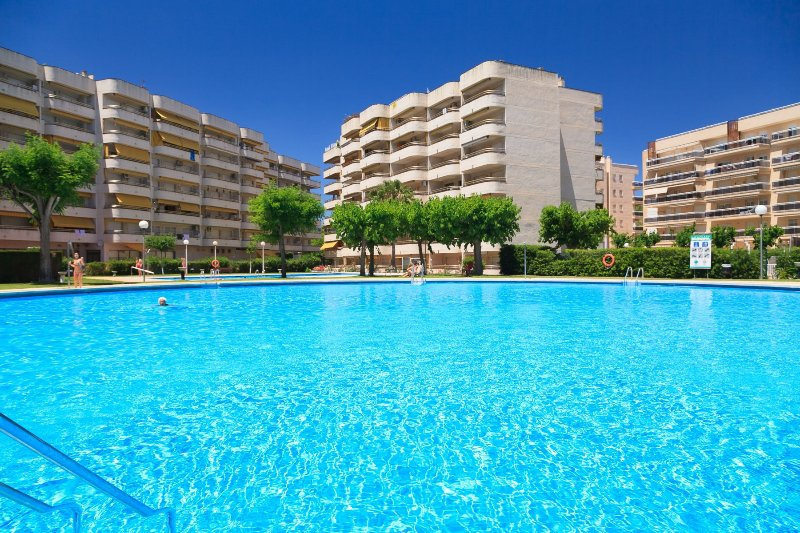 Apartamento céntrico · AA/CC · Piscina · Parking · UHC RHIN 217, vacation rental in Tarragona