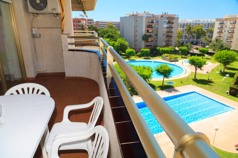 JEREZ 201: Nice and confortable apartment for 5 people in the center of Salou!, holiday rental in Tarragona