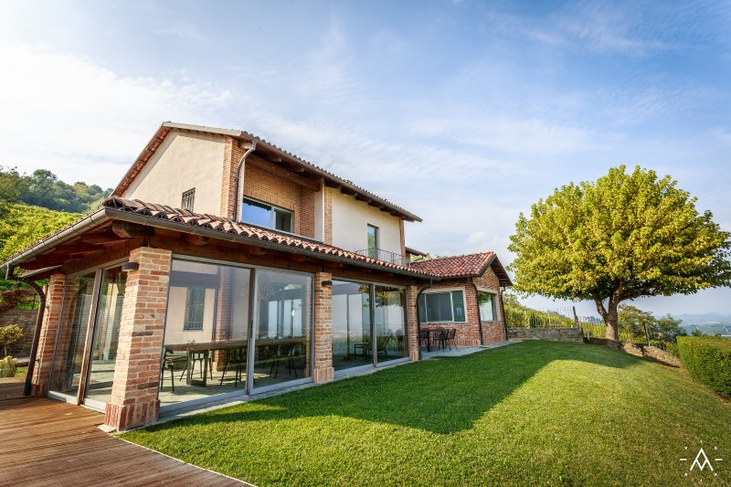 Villa Adina - La Morra, panorama of Barolo hills, holiday rental in Castiglione Falletto