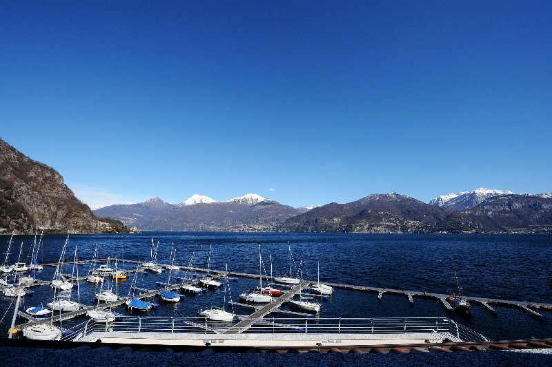 Il Piazzo Apartment Sleeps 6 with Air Con and WiFi - 5771320, vacation rental in Plesio