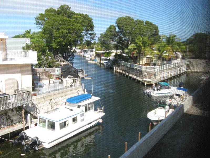BAYSIDE CONDO WITH BOAT, vacation rental in Key Largo