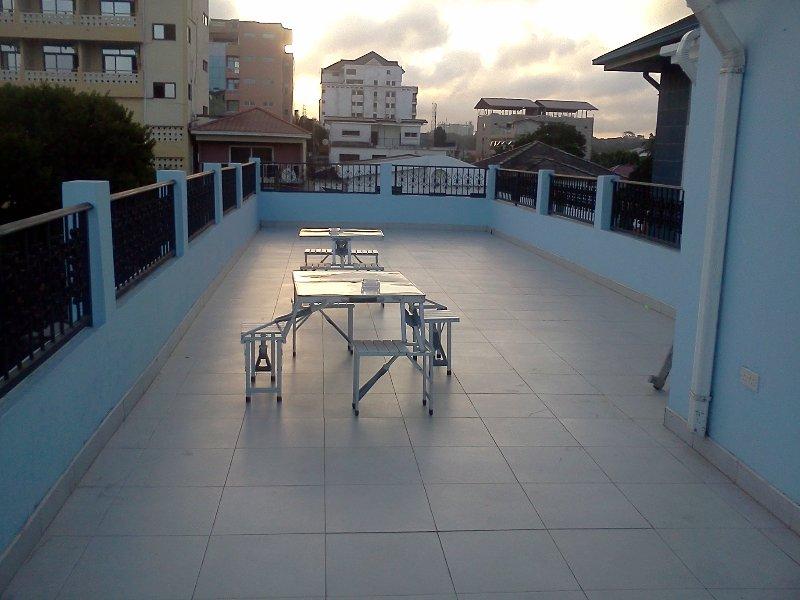 Terrasse sur le toit (zone fumeurs)