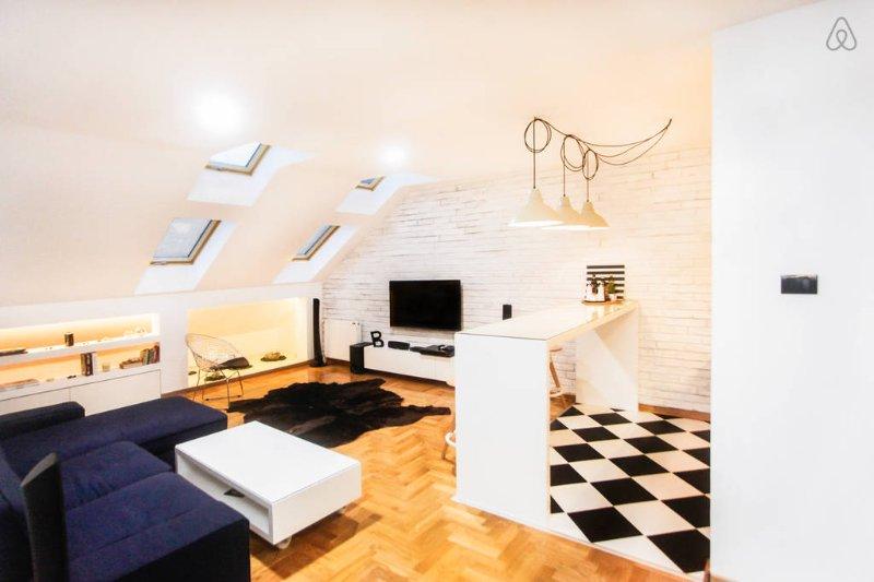 Modern Designer Loft in Downtown Novi Sad, alquiler vacacional en Voivodina