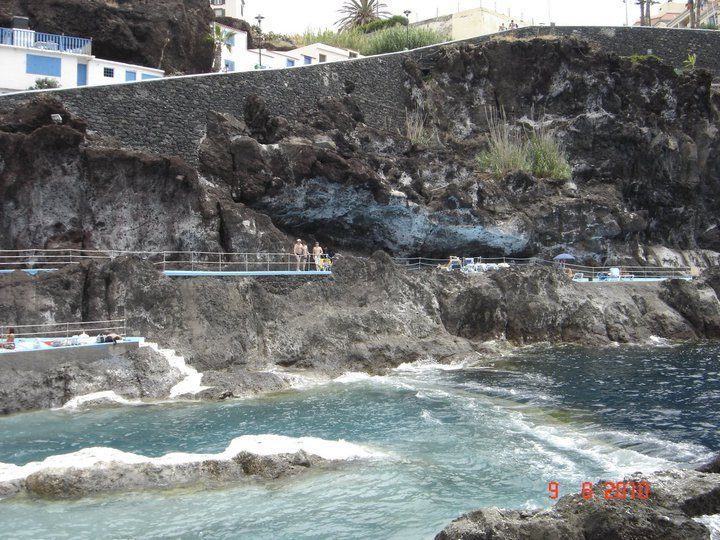 Doca cavacas natural swiming pool and way down from the building