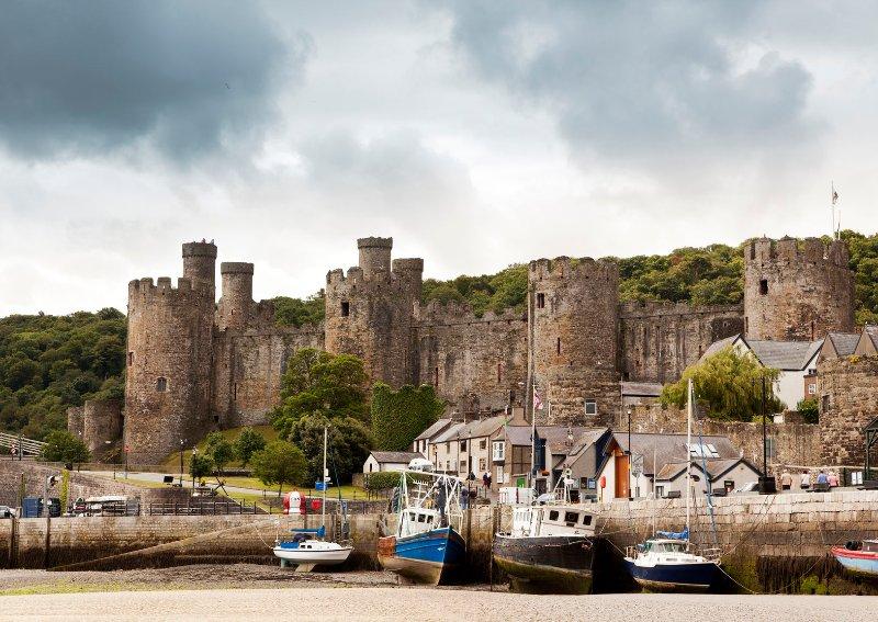 A poucos passos do cais e Castelo de Conwy