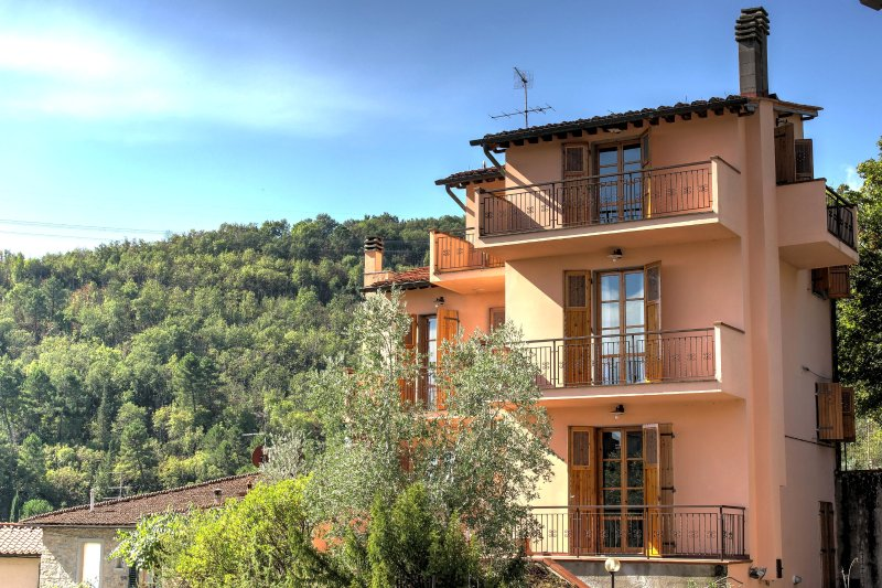 Bright and spacious home in the heart of Tuscany., holiday rental in Ponte Agli Stolli