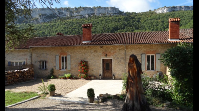 Les Carmes, luxury gite, walking distance to St Antonin, stunning views. Available all year.