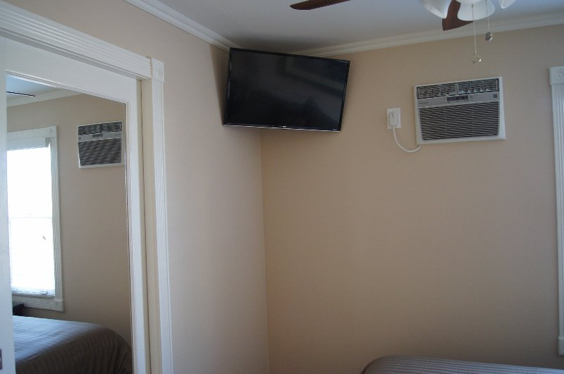 Br 1 equipada con LED Smart TV con fluir libre y Netflix. Ventilador de techo y en la pared Aire acond.