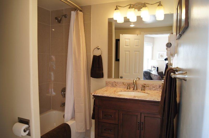 Muy bien equipada, con bathrooom Jabón, champú y acondicionador proporcionado.