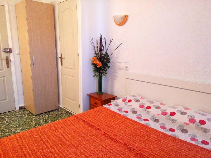 camera doppia con letto matrimoniale e bagno privato numero 7 con il ventilatore a soffitto.