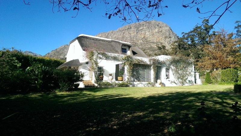 Welcome to Honey Pot Cottage, alquiler de vacaciones en Franschhoek