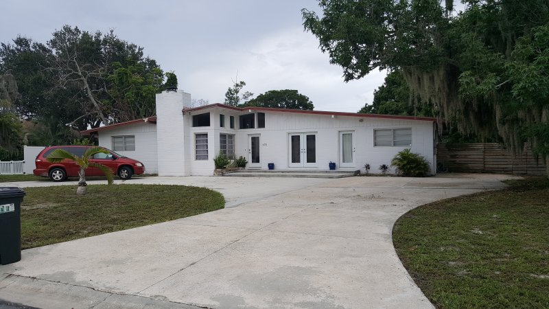 Private modern 3BR home, salt water pool, vacation rental in Bradenton
