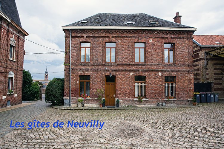 Chez Henriette and at Heavenly are two gites (9 people and 5 people) in Neuvilly.