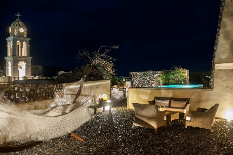 Modern Santorini Villa with Rooftop Terrace and Beautiful Views - Villa Plakoto, vacation rental in Monolithos