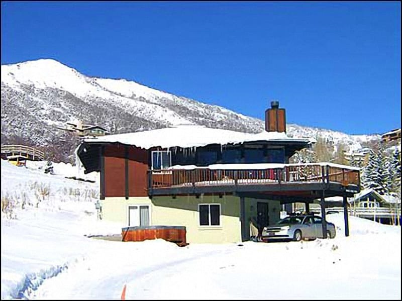 Exterior view with slopes in the background