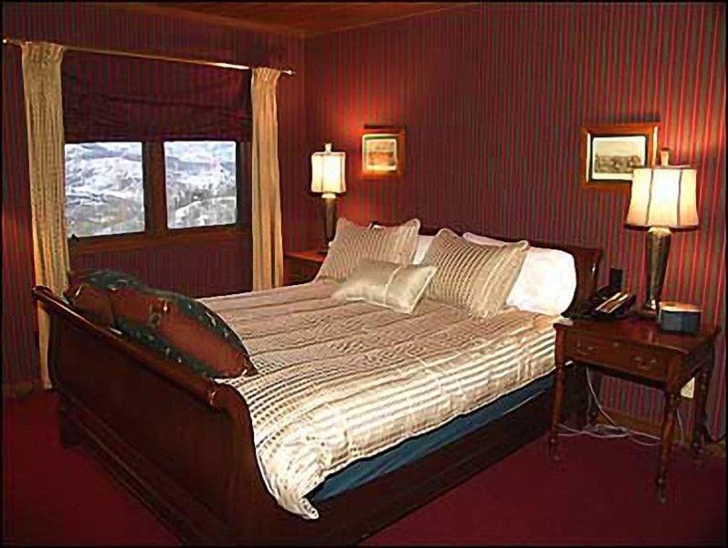 2ème chambre w / lit queen / bain